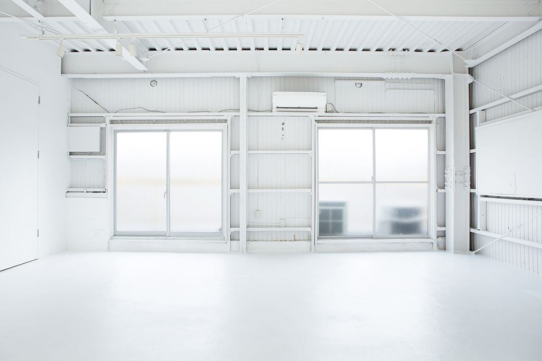 studio ConTRail (スタジオ コントレイル)3面の窓から自然光