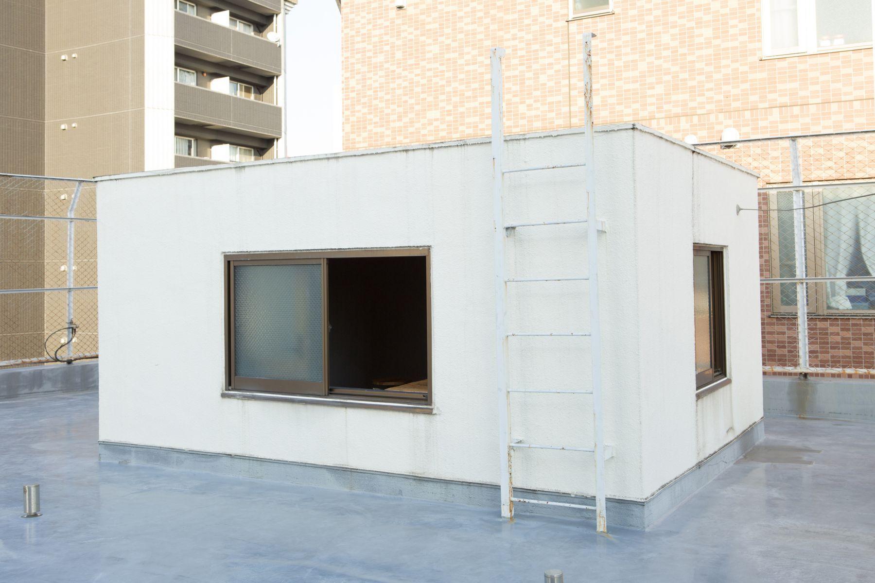 studio ConTRail (スタジオ コントレイル)屋上への階段