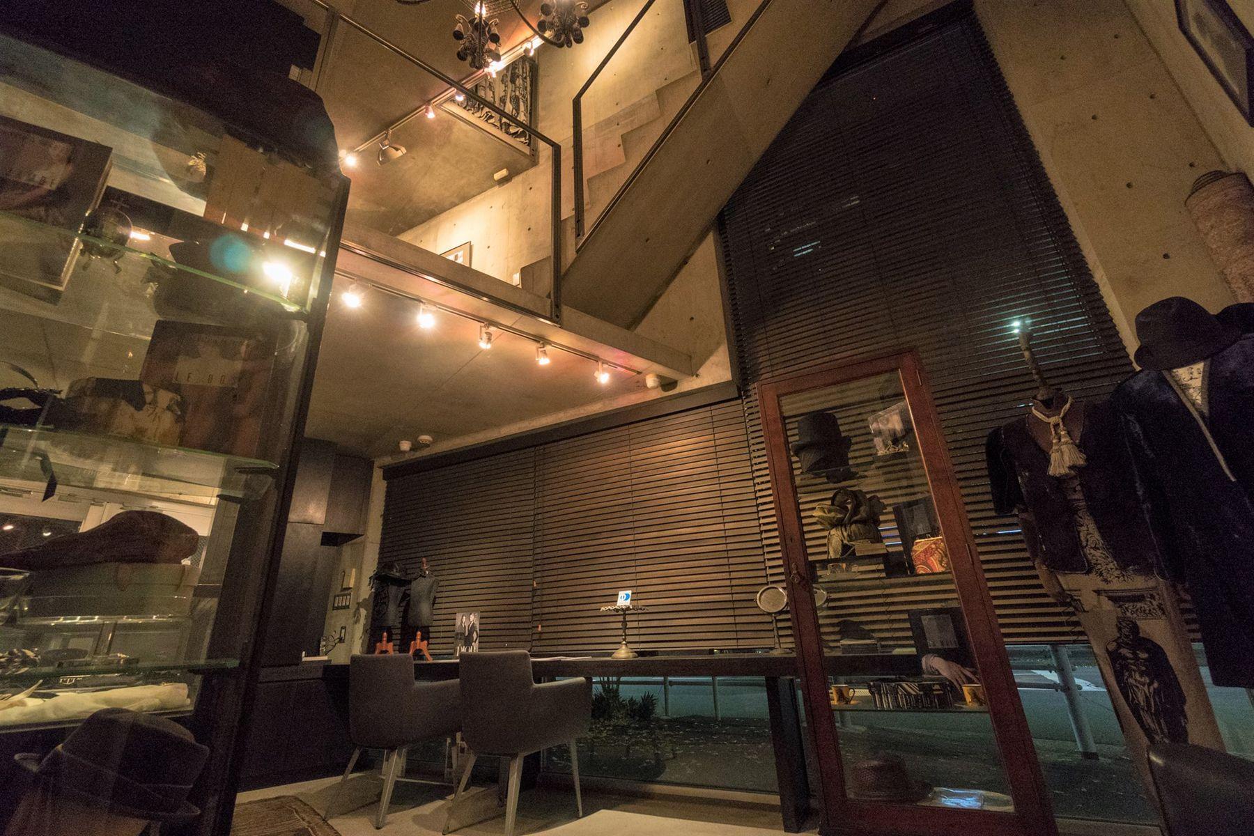 芝浦ADEスタジオ1F アンティーク家具