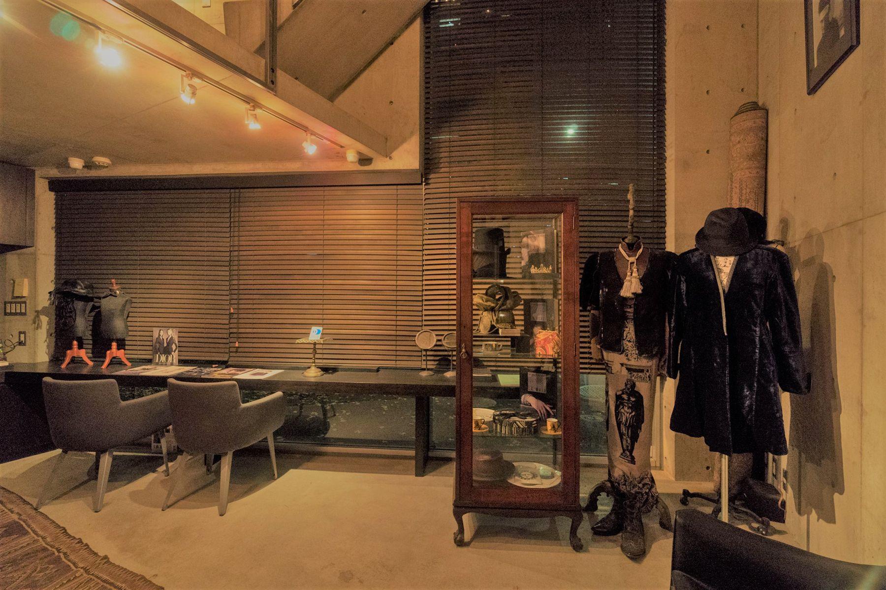 芝浦ADEスタジオ気品ある小物が空間を演出(夜)
