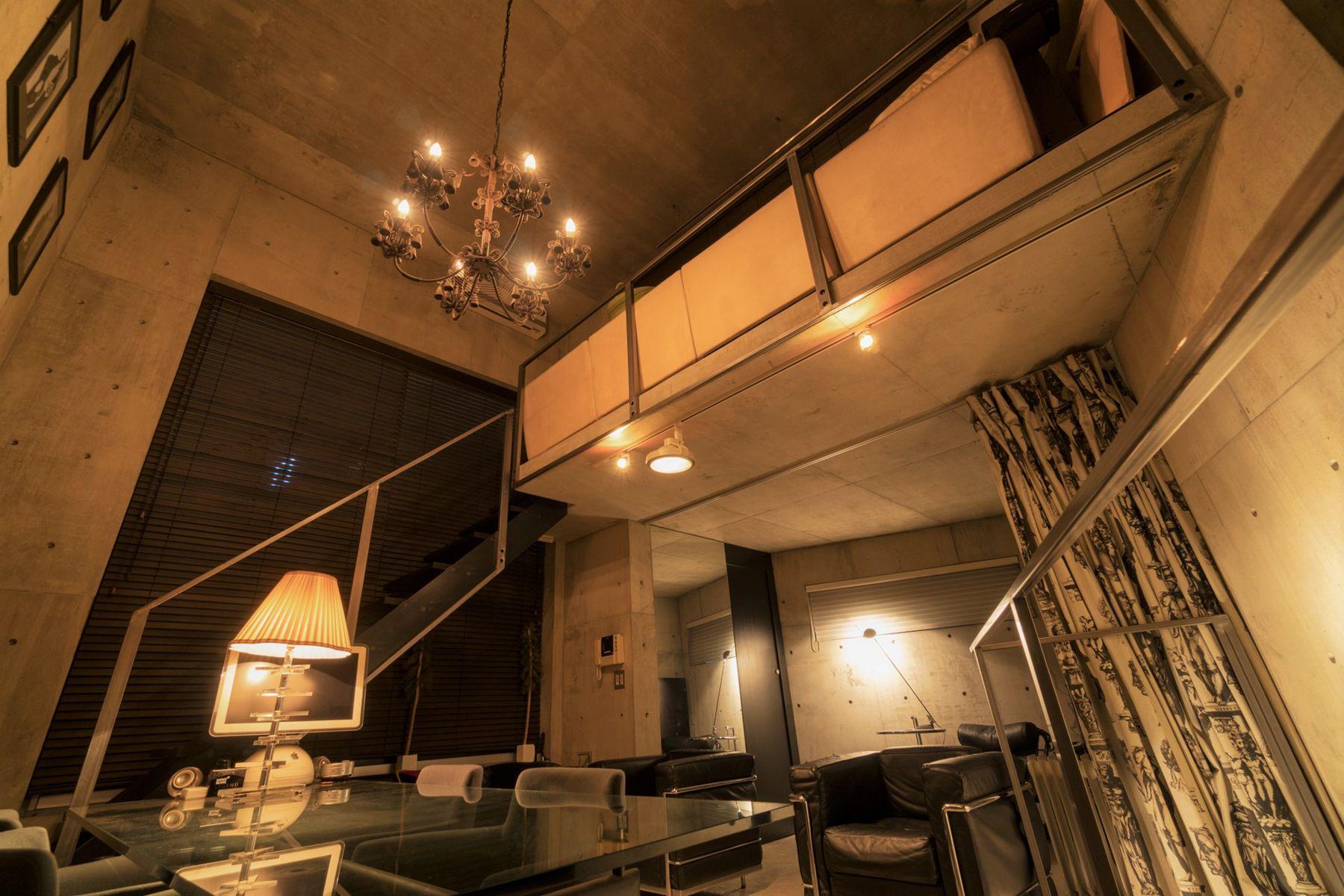 芝浦ADEスタジオ3Fからの階段(夜)