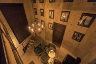 芝浦ADEスタジオ:4F階段踊り場から3Fへの俯瞰(夜)