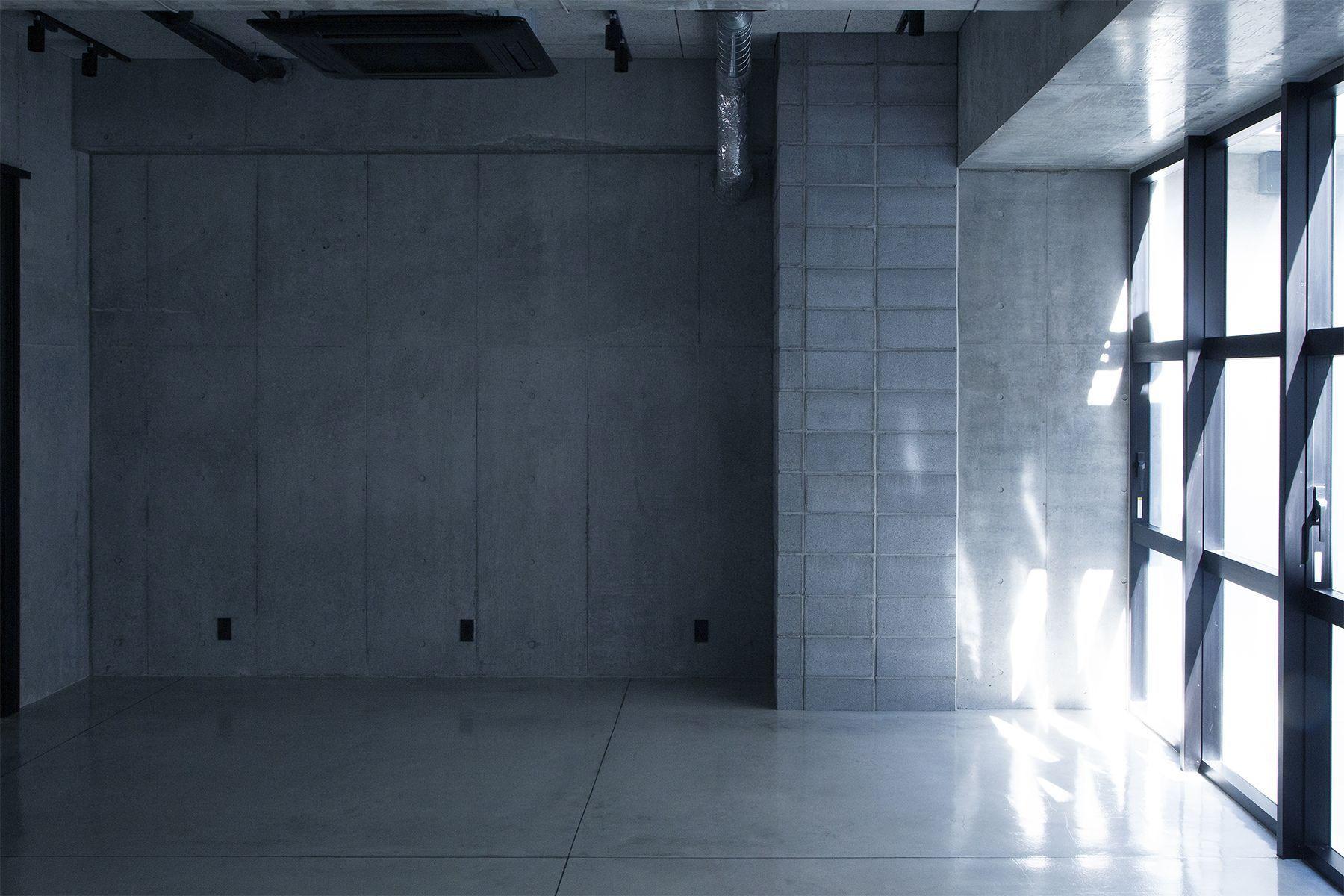 OPRCT Space C (オプレクト)コンクリートの壁方面 / 北北東方角
