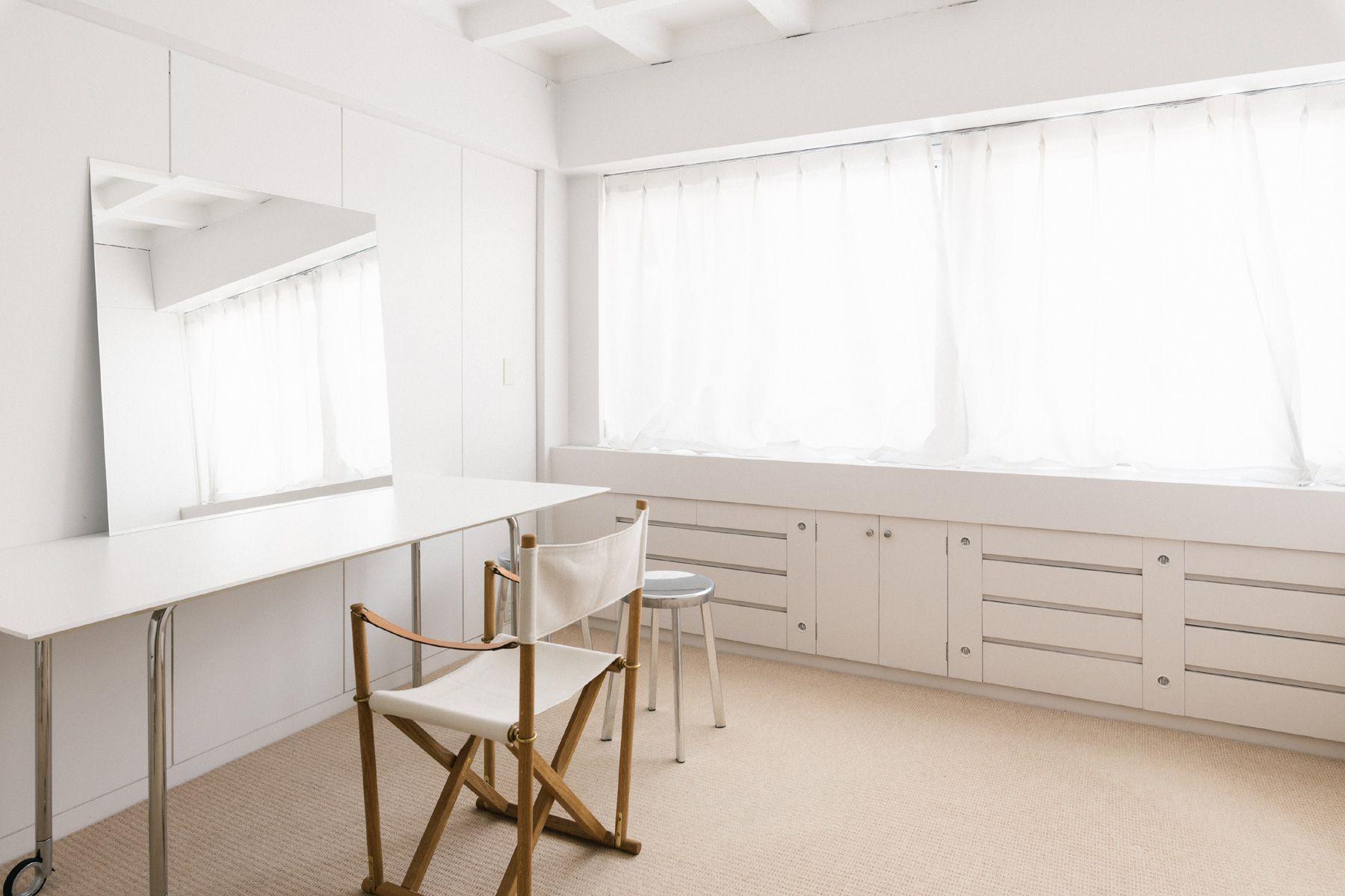STUDIO No.3 (スタジオ ナンバー スリー)撮影にも使えるメイクルーム