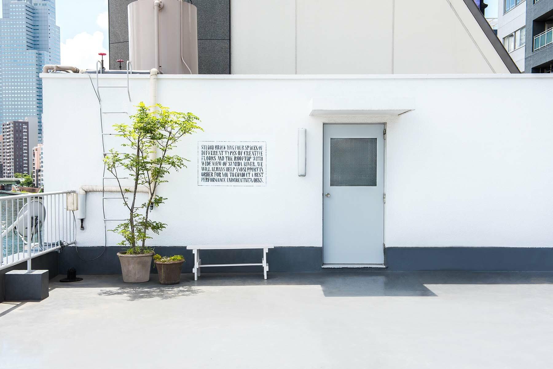 StudioBRICK RF (スタジオブリック八丁堀RF)外壁を背景とした撮影も可能