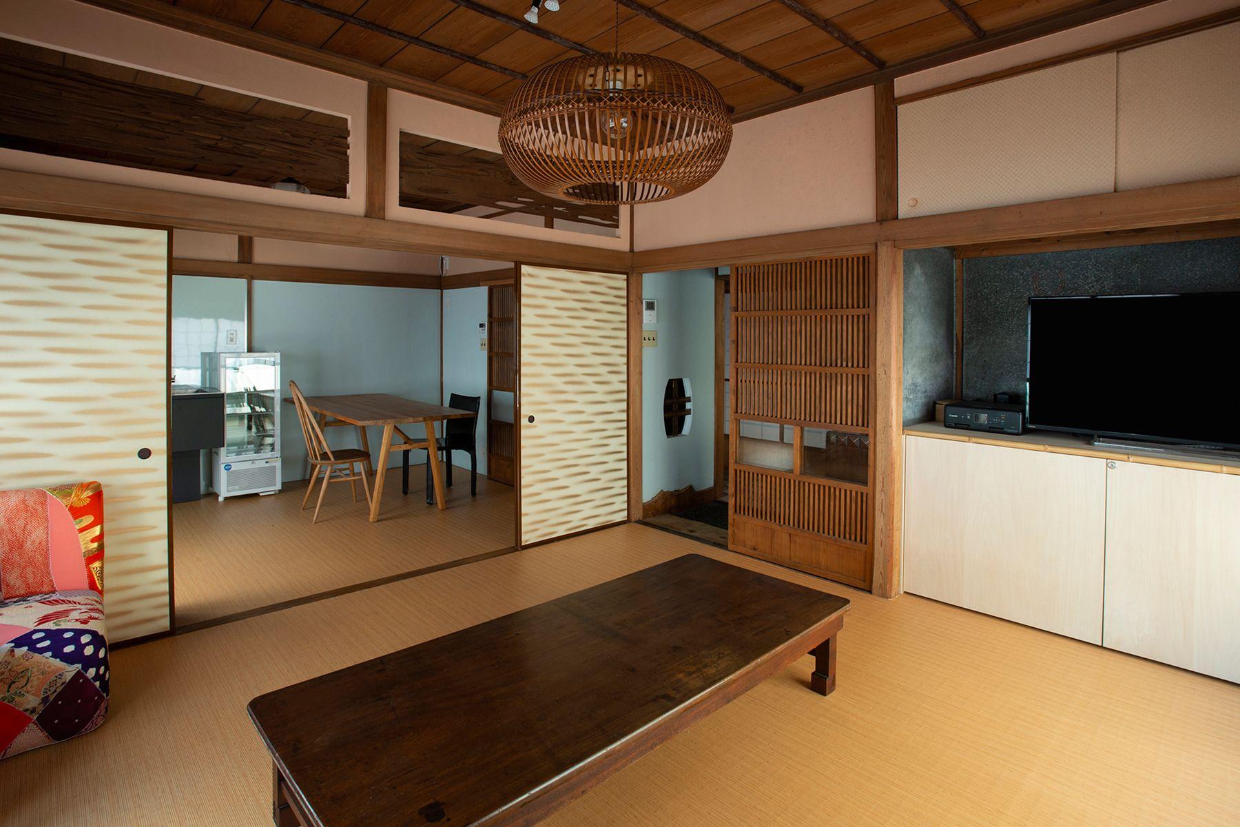江戸端会議室 (エドバタカイギシツ)襖を開けると8畳+6畳