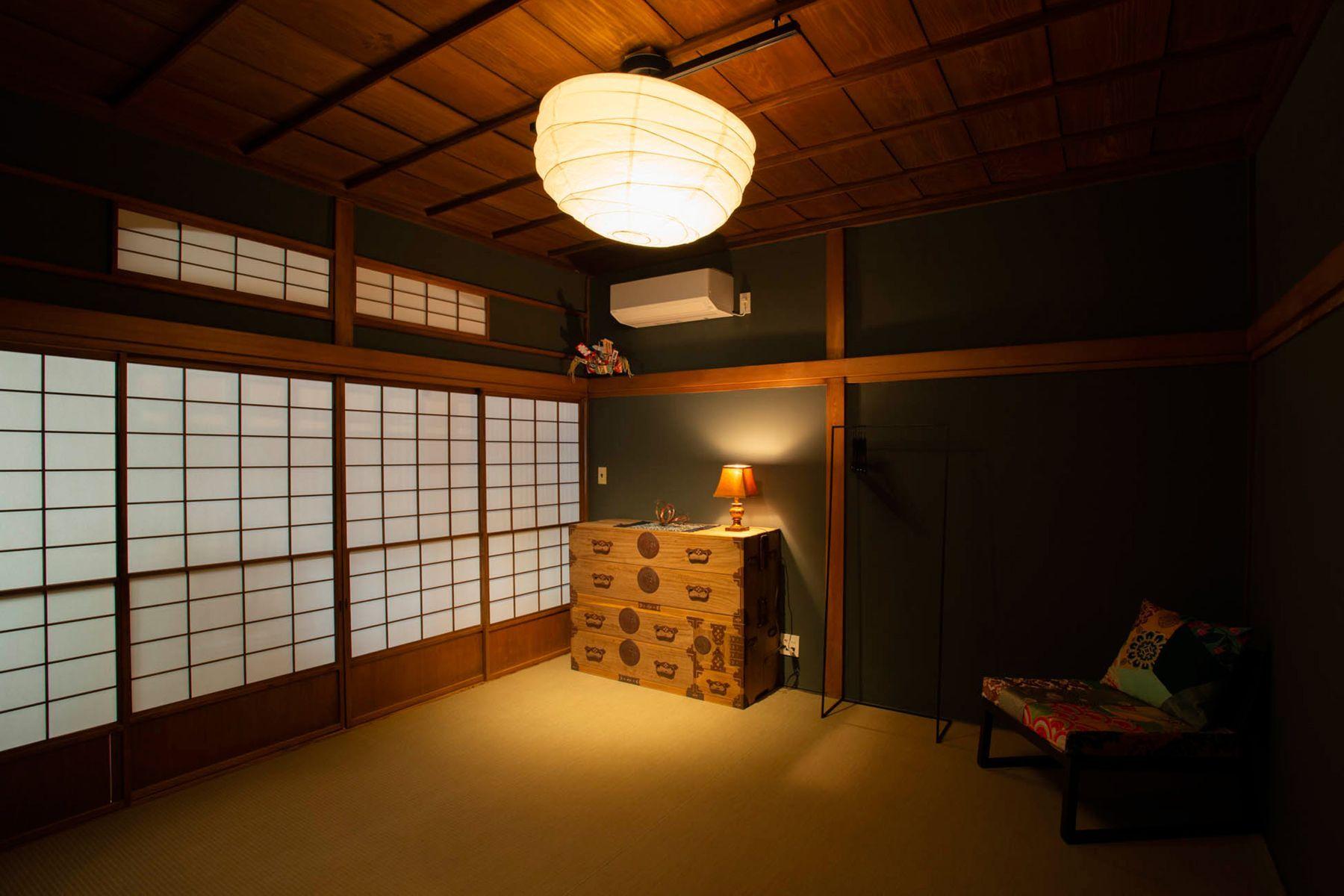 江戸端会議室 (エドバタカイギシツ)和室(8畳)右側は床の間