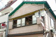 江戸端会議室 (エドバタカイギシツ):階段から廊下と和室