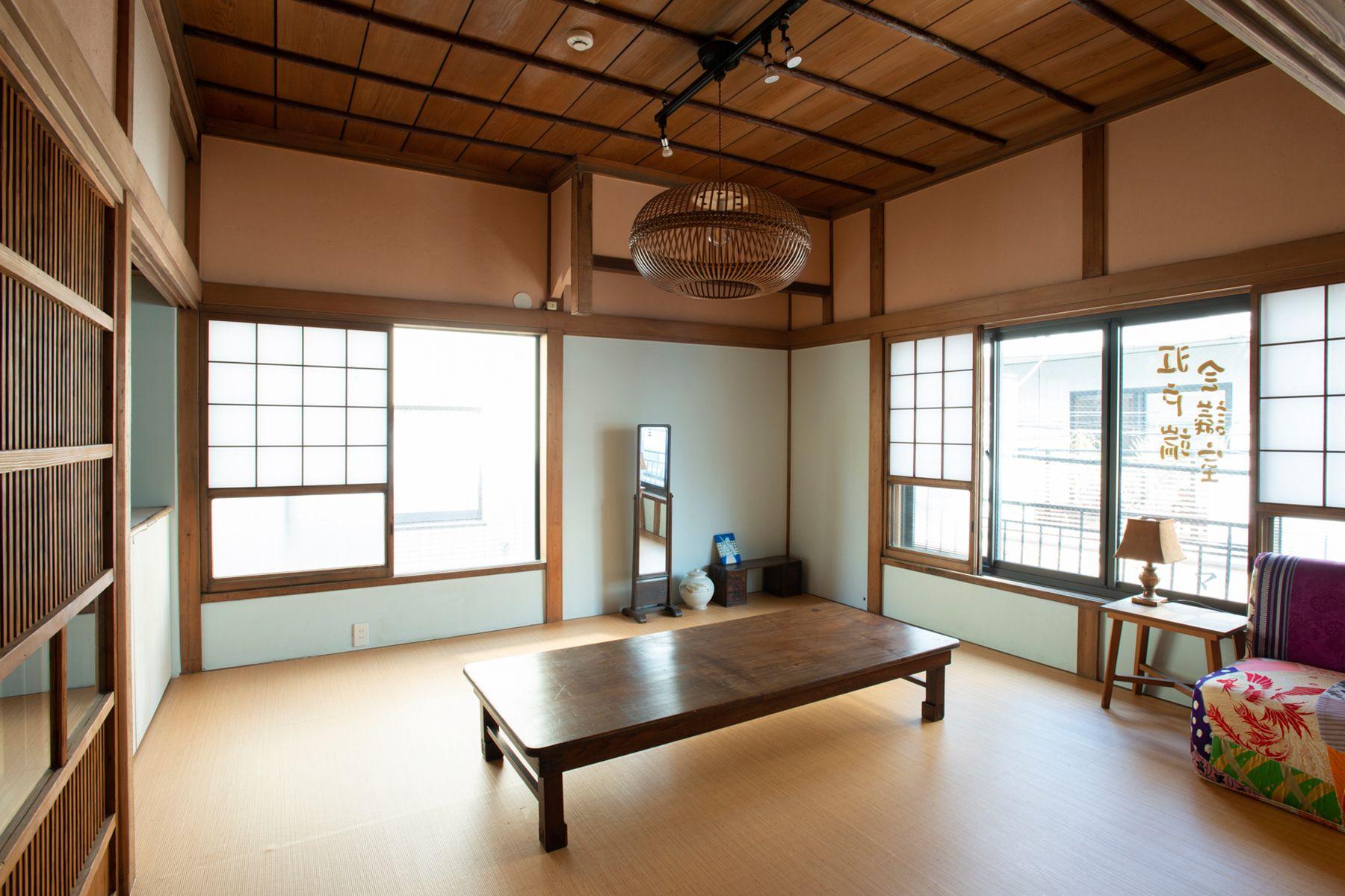 江戸端会議室 (エドバタカイギシツ)L字窓のある和室(8畳)