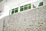 WHITE BALANCE (ホワイトバランス):サイド上部の窓から自然光