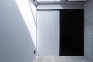 OPRCT Space R (オプレクト):天窓の小部屋 / 西北西方角