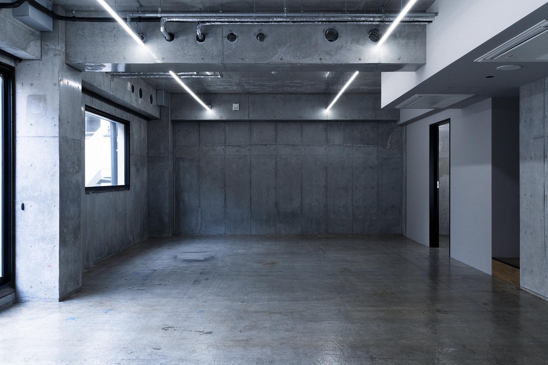 OPRCT Space R (オプレクト)コンクリートの壁方面/ 東南東方角