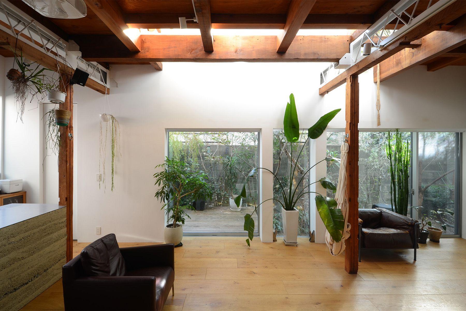 vert/個人宅 (ヴェール)1Fバルコニー側(窓の方角は南)