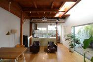 vert/個人宅 (ヴェール):1Fキッチン側(窓の方角は東)
