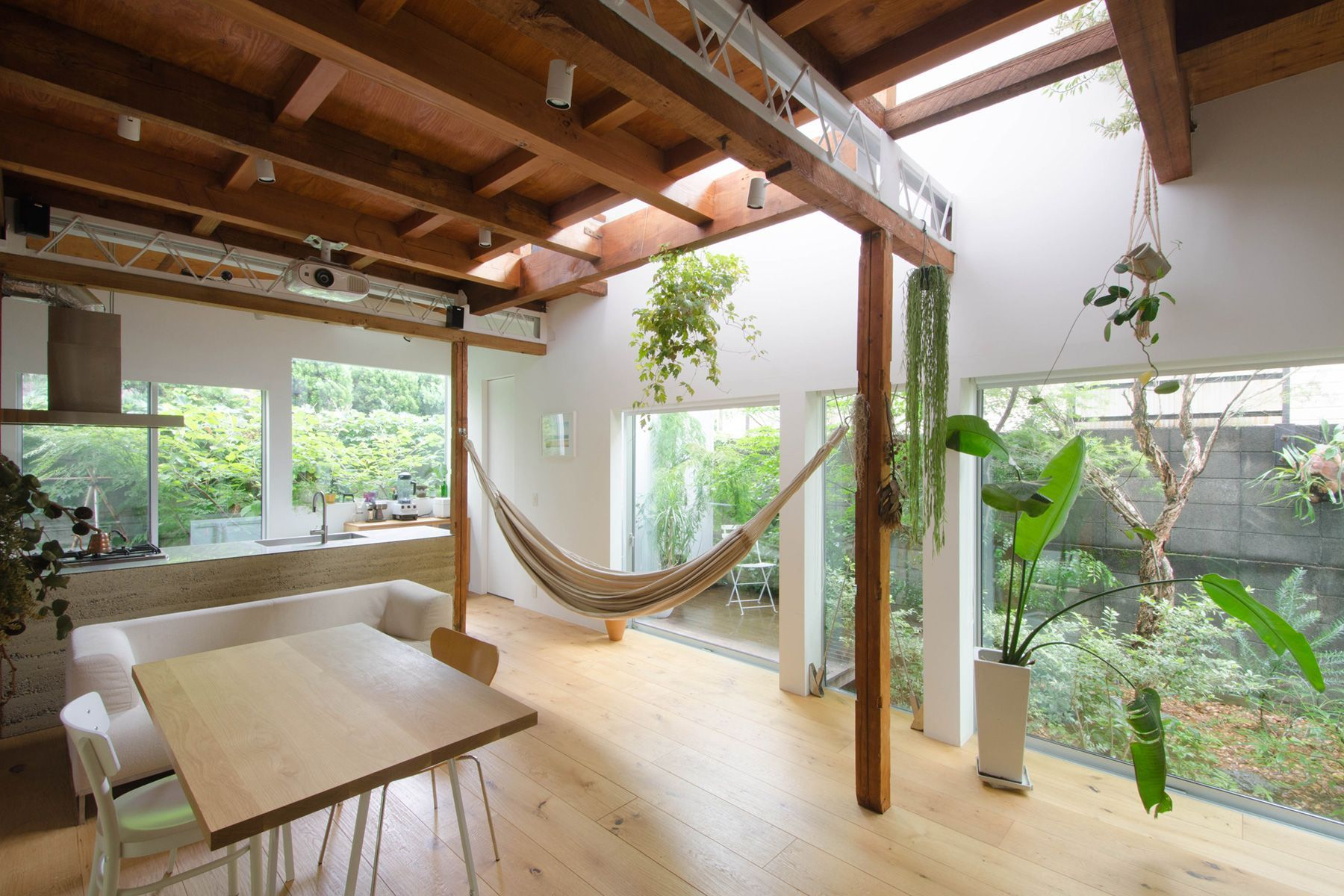 vert/個人宅 (ヴェール)2Fベッドルーム(窓は南と北の2面)