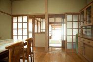 studio Licorne いすみの家:台所から玄関