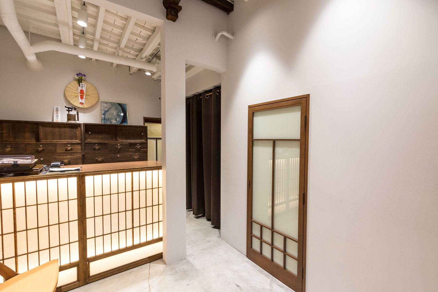 ノルウェージャン・レイン&T-マイケル東京ストア (shop)1F 昭和初期の建具