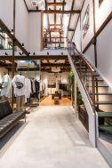 ノルウェージャン・レイン&T-マイケル東京ストア (shop):1Fから2Fへの階段