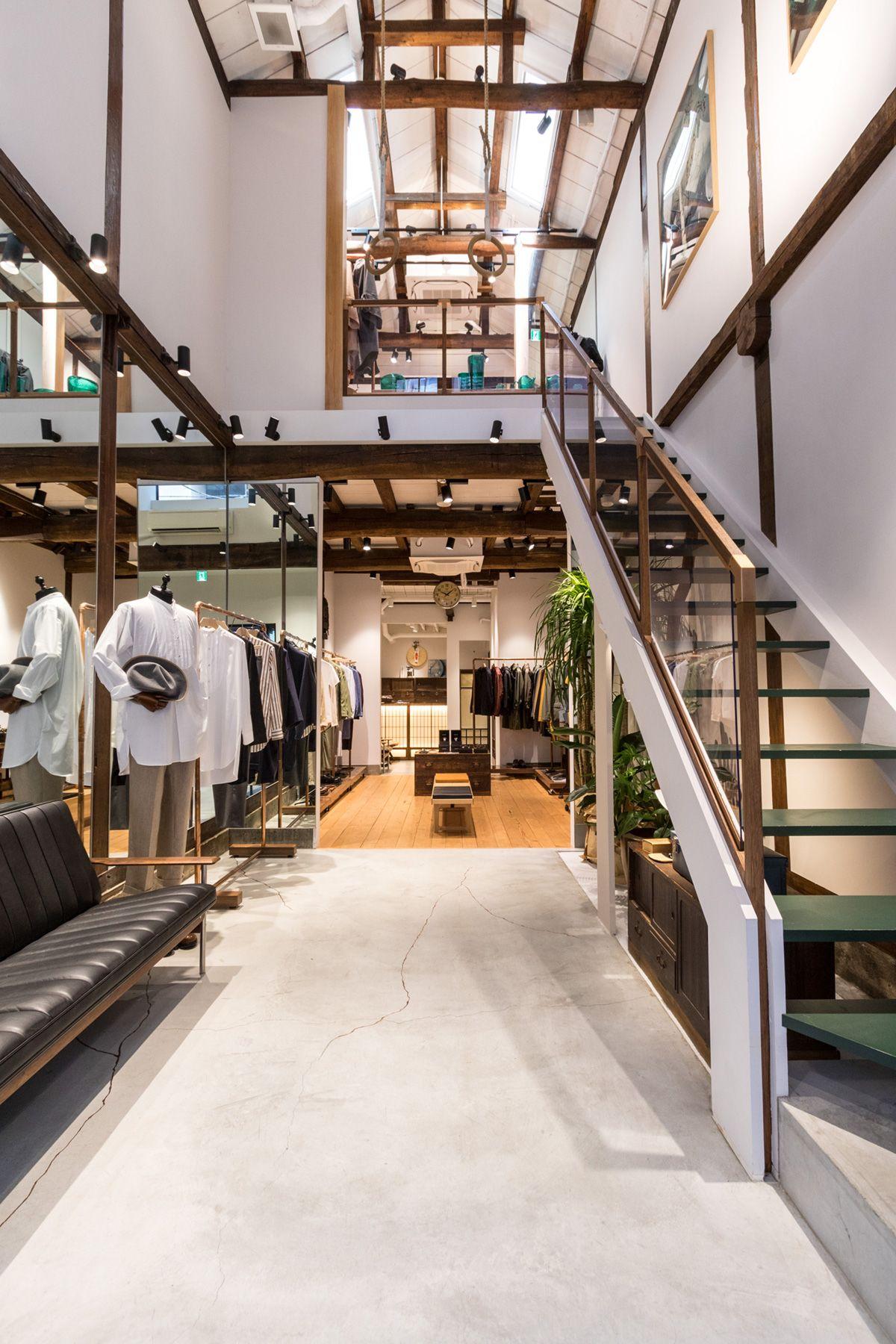 ノルウェージャン・レイン&T-マイケル東京ストア (shop)1Fから2Fへの階段