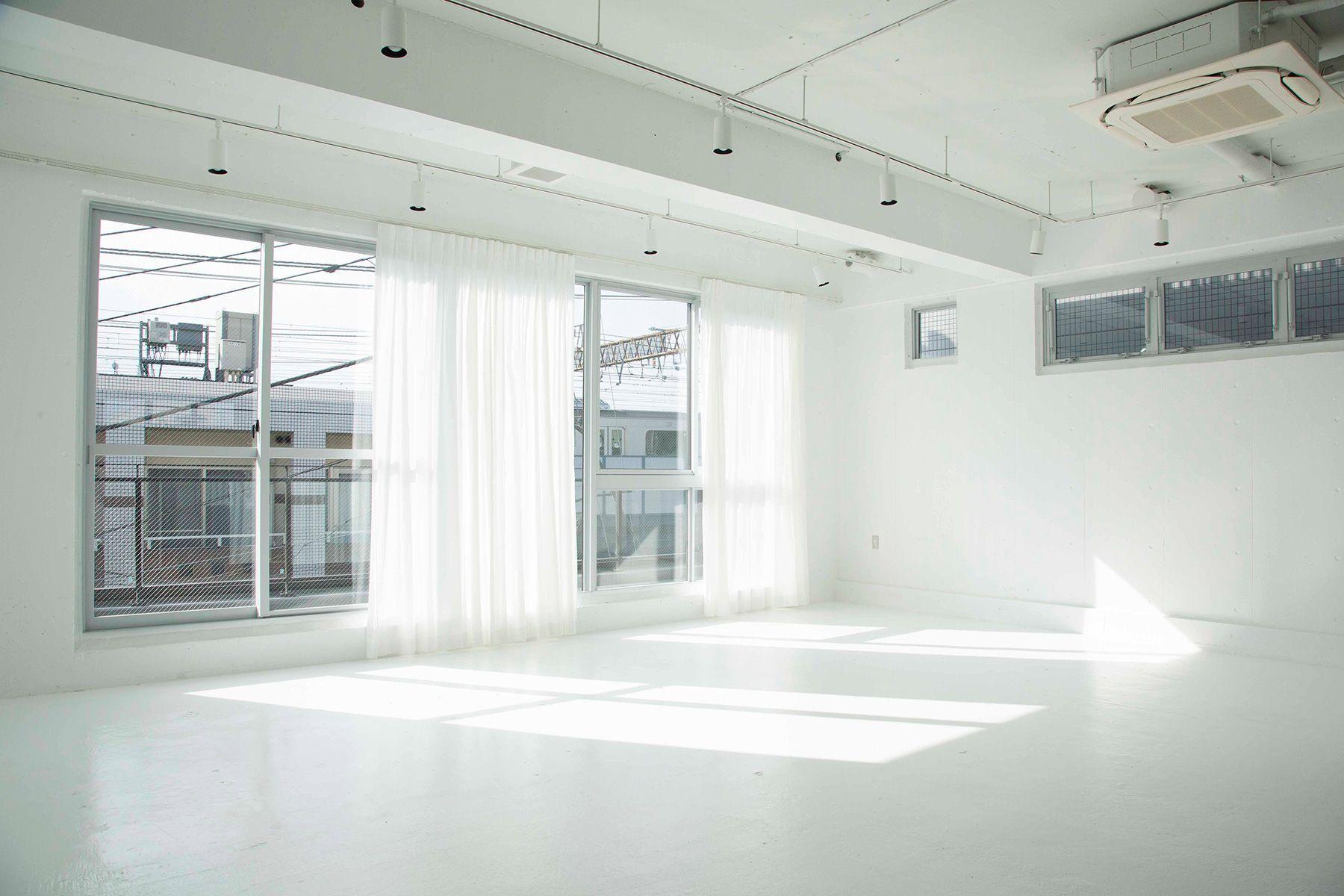 STUDIO LAILA (スタジオ ライラ)引きも撮影できる白壁