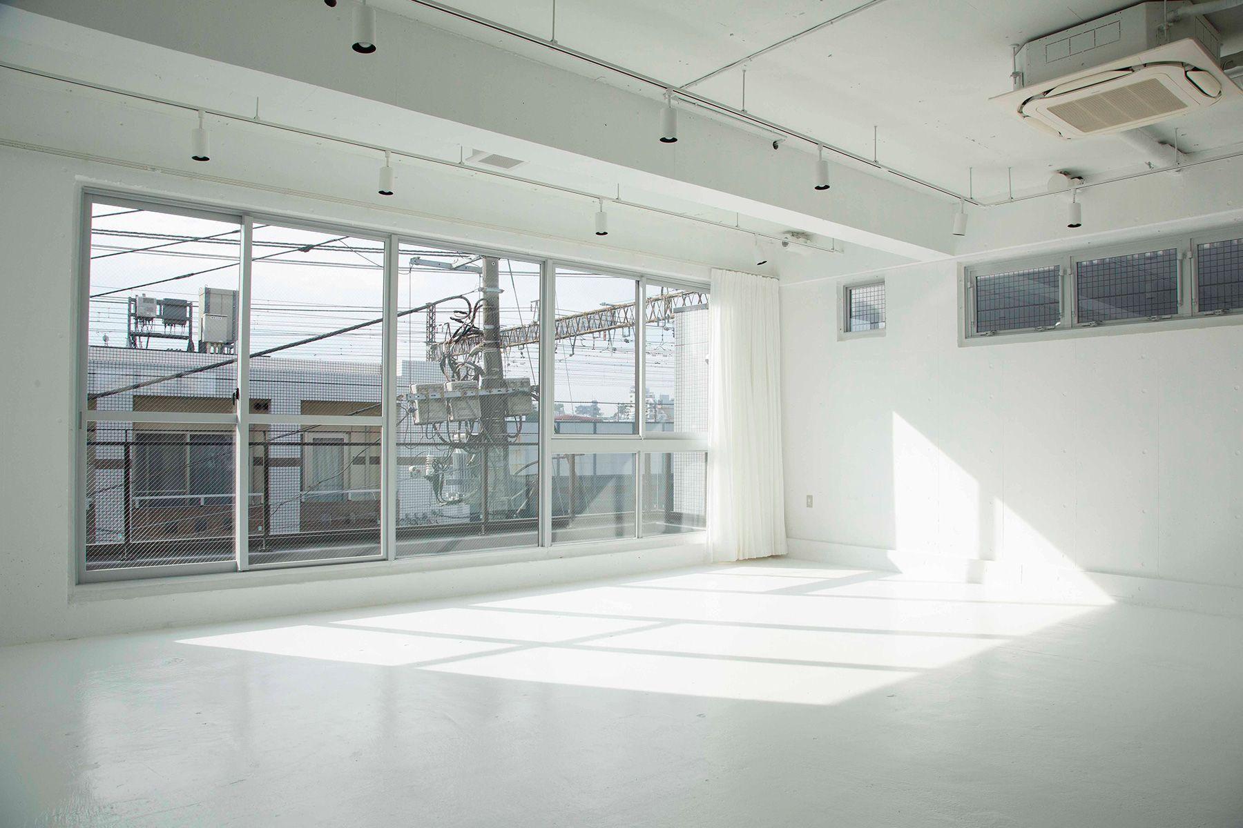 STUDIO LAILA (スタジオ ライラ)柔らかな光
