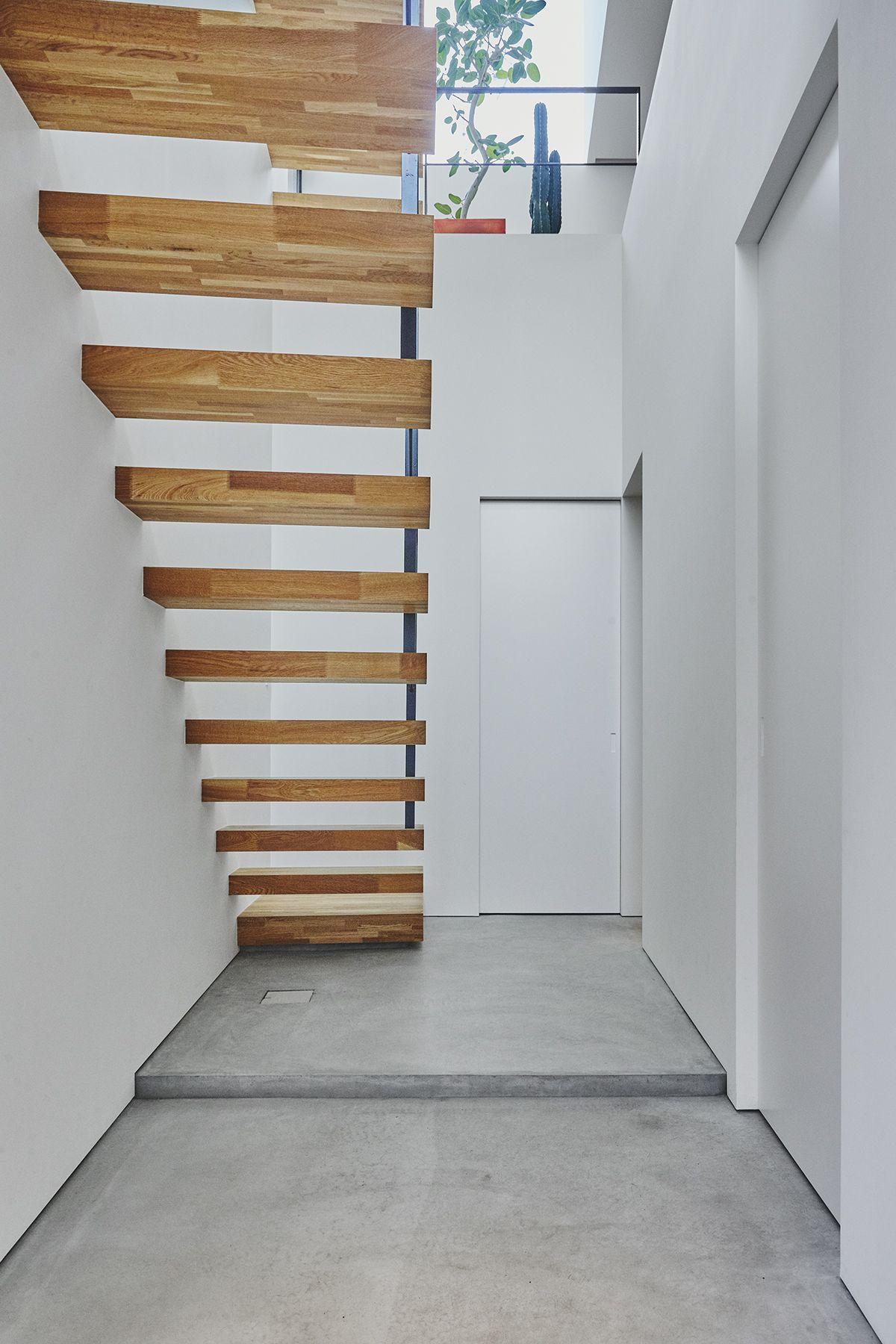 桜新町の家/個人宅 (サクラシンマチノイエ)1Fから2Fへの階段