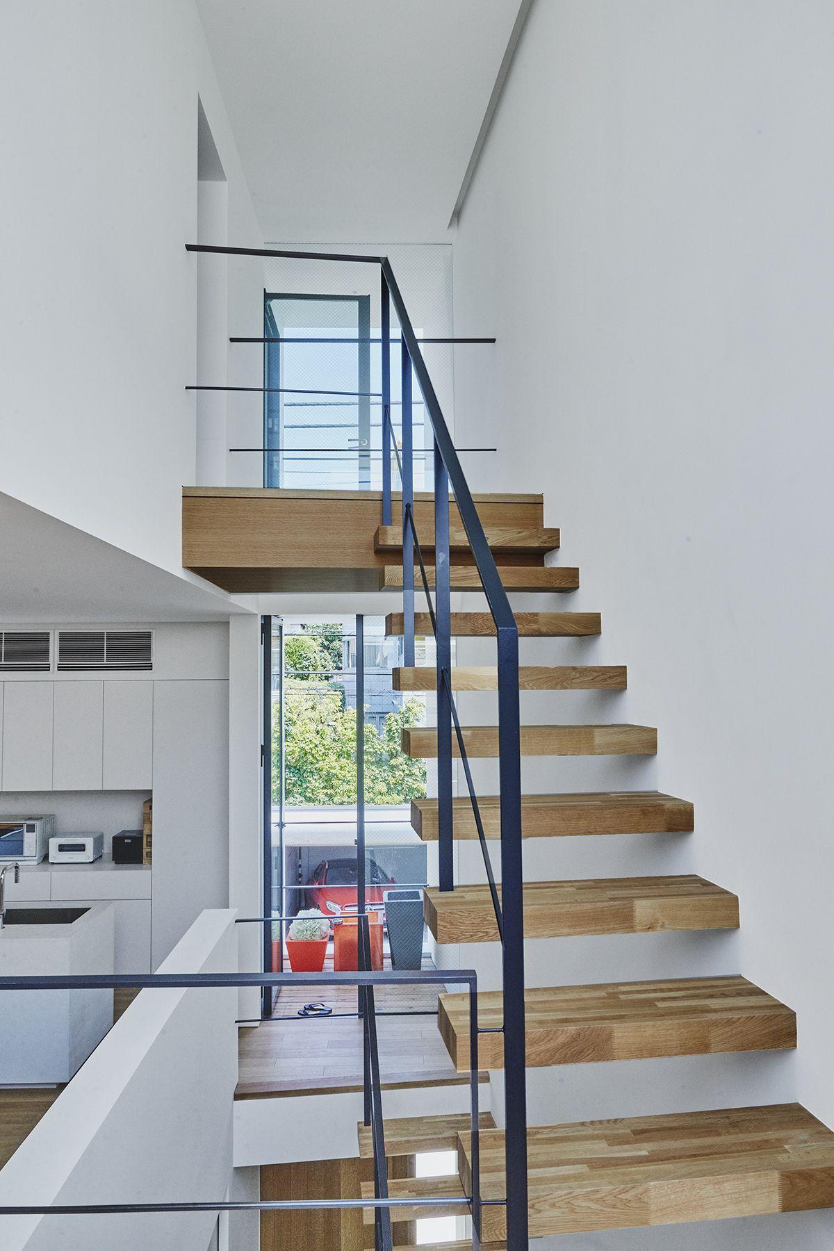 桜新町の家/個人宅 (サクラシンマチノイエ)2Fから3Fへの階段