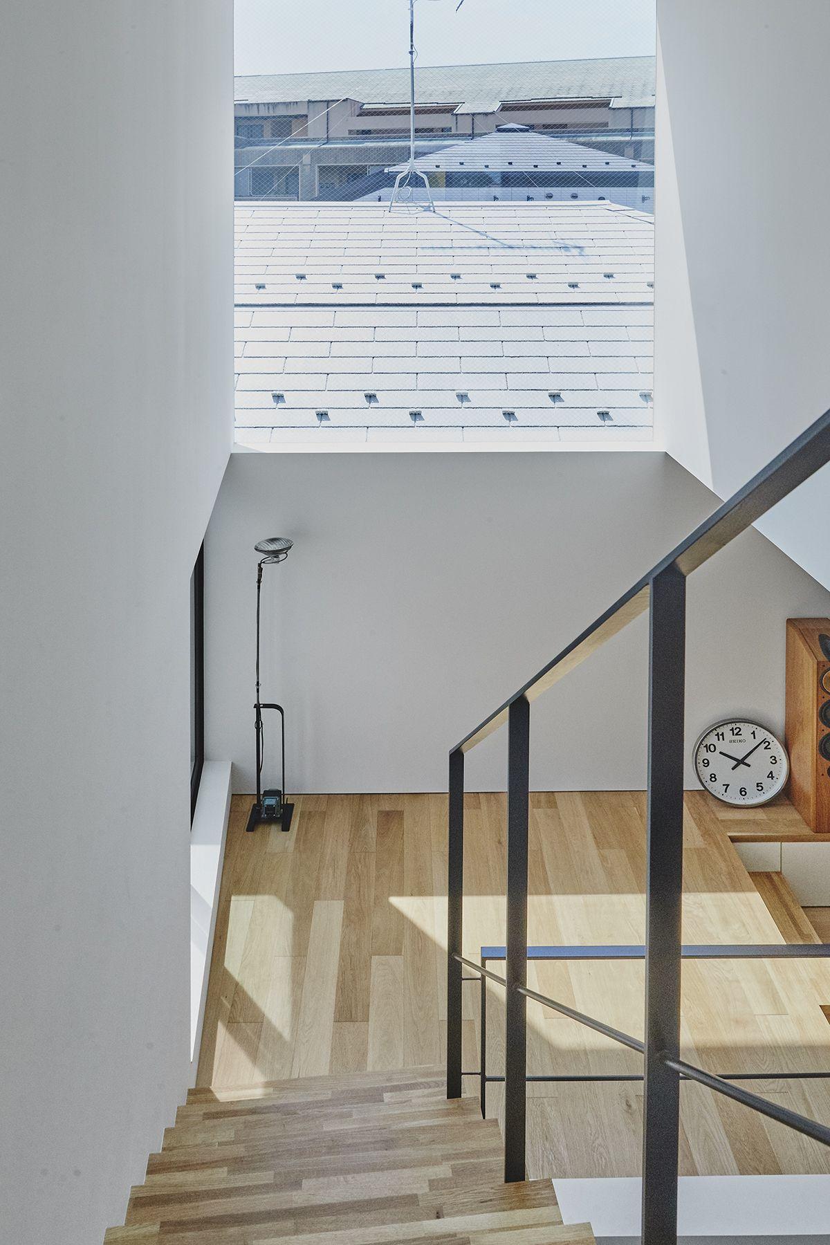 桜新町の家/個人宅 (サクラシンマチノイエ)3Fから2Fへの階段