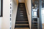 anea cafe/店舗 (アネア カフェ):エントランス横の階段