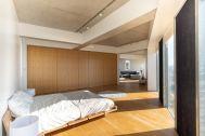 湘南撮影スタジオ (ショウナンサツエイスタジオ):ベッドルームからリビング
