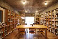 KAIDO books&coffee (カイドブックスアンドコーヒー):2F 明るいのは午前中