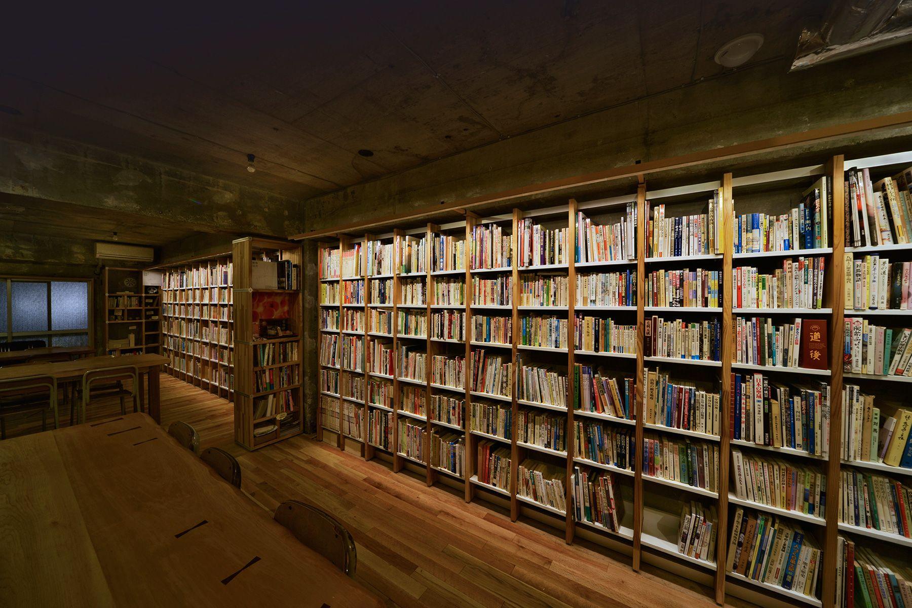 KAIDO books&coffee (カイドブックスアンドコーヒー)2F 棚の光は調光可