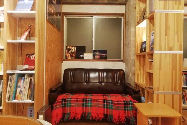 KAIDO books&coffee (カイドブックスアンドコーヒー)2F ソファー席も移動可