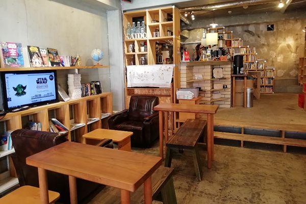 KAIDO books&coffee (カイドブックスアンドコーヒー)1F 椅子テーブル移動可