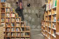 KAIDO books&coffee (カイドブックスアンドコーヒー):1F 店内奥の階段