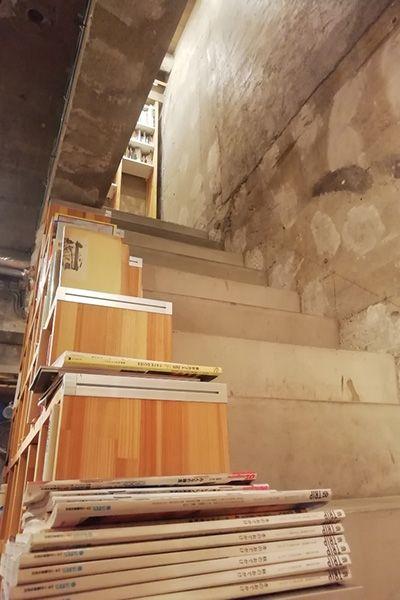 KAIDO books&coffee (カイドブックスアンドコーヒー)階段 1Fから2F