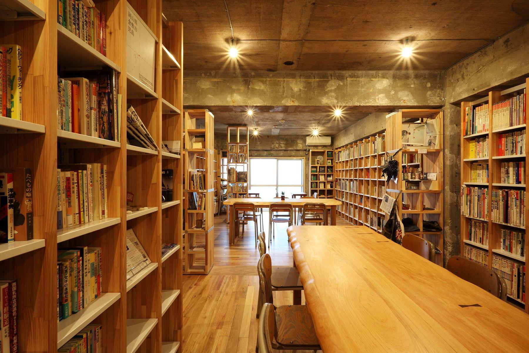 KAIDO books&coffee (カイドブックスアンドコーヒー)2F テーブルなどは移動可