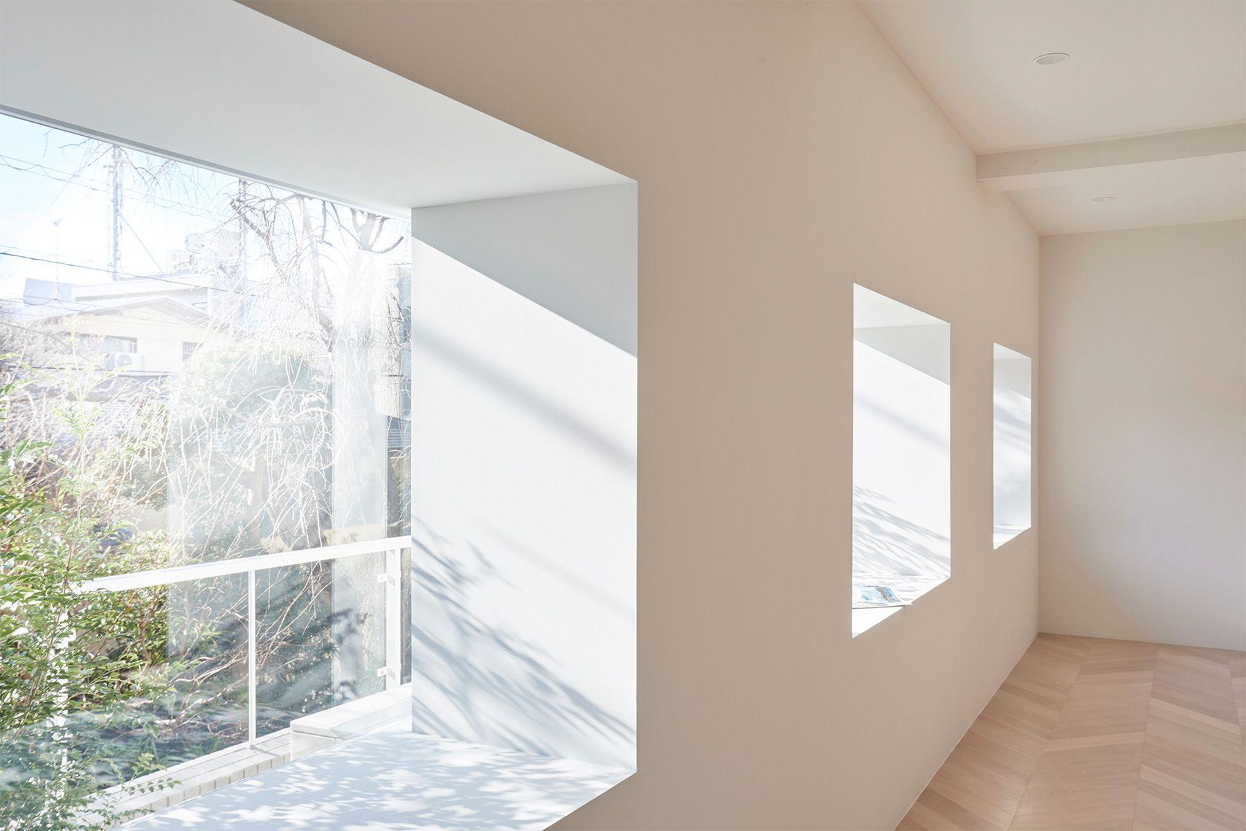 Haku Studio / THE HOUSE (ハクスタジオ)美術館のような窓