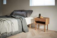 Haku Studio / THE HOUSE (ハクスタジオ):ベッドとサイドテーブル