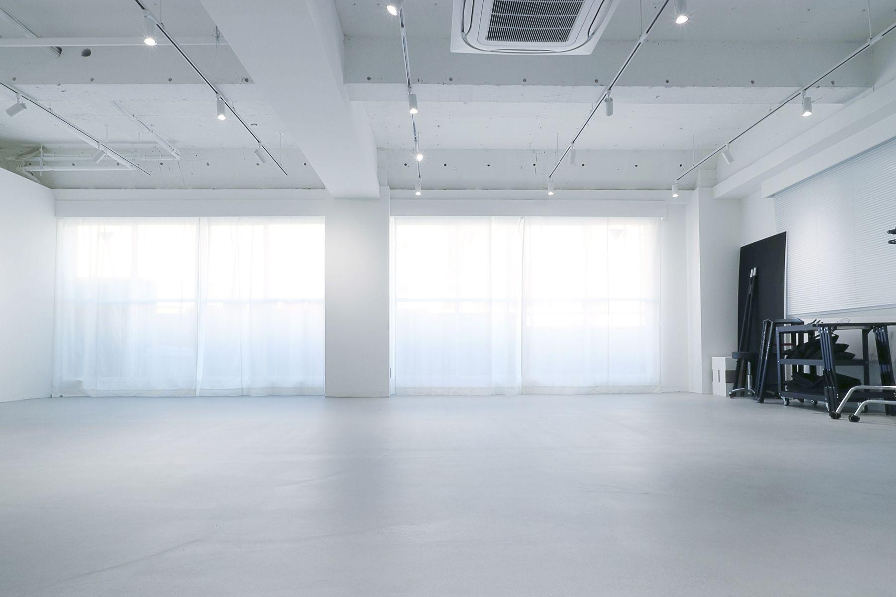 奥渋スタジオ (オクシブスタジオ)開口部の広い窓
