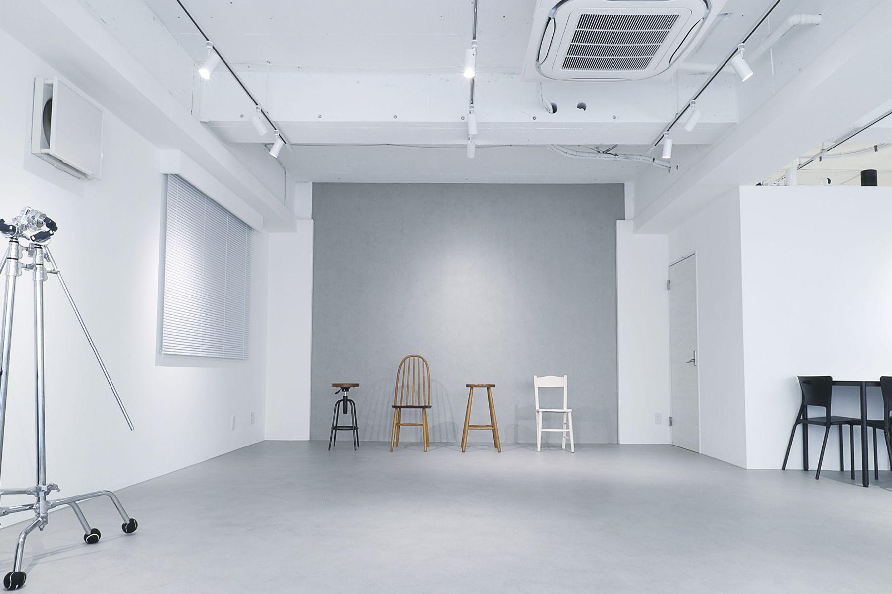 奥渋スタジオ (オクシブスタジオ)グレー壁×モルタル