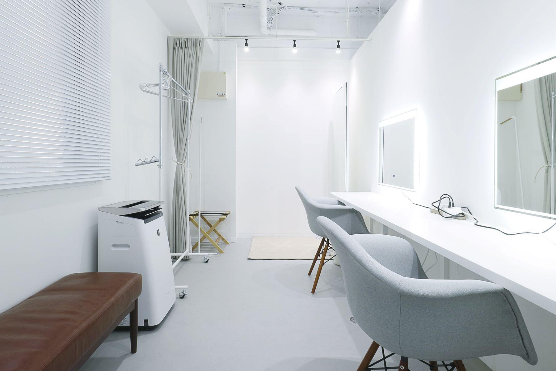 奥渋スタジオ (オクシブスタジオ)2席ある個室のメイクルーム