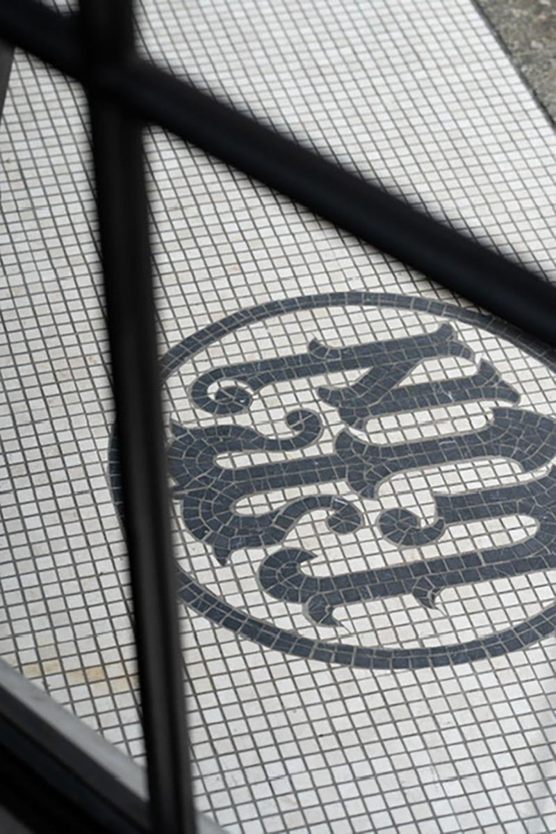 Laiton galleyspace & studio (レトン)外観 ベンチ