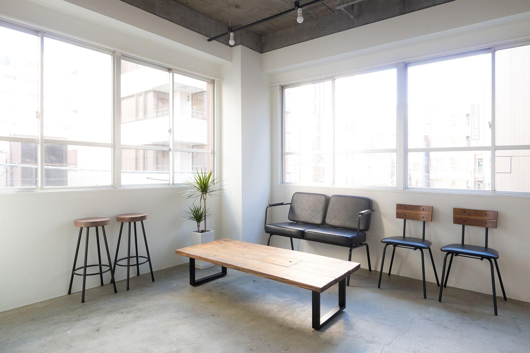 Studio Serato 水道橋 (スタジオセラート水道橋)アンティーク木材のローテーブル
