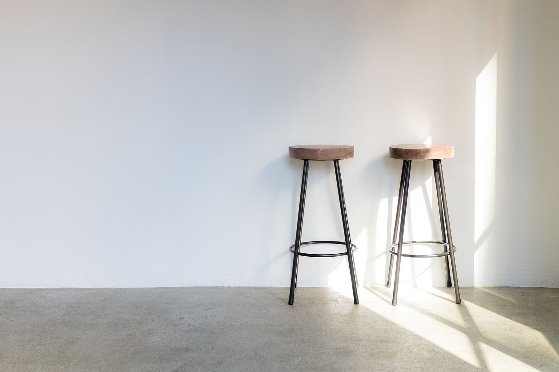 Studio Serato 水道橋 (スタジオセラート水道橋)無垢木材のスツール×2