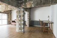 Studio YOKOSHIRO  (スタジオ ヨコシロ):玄関から室内