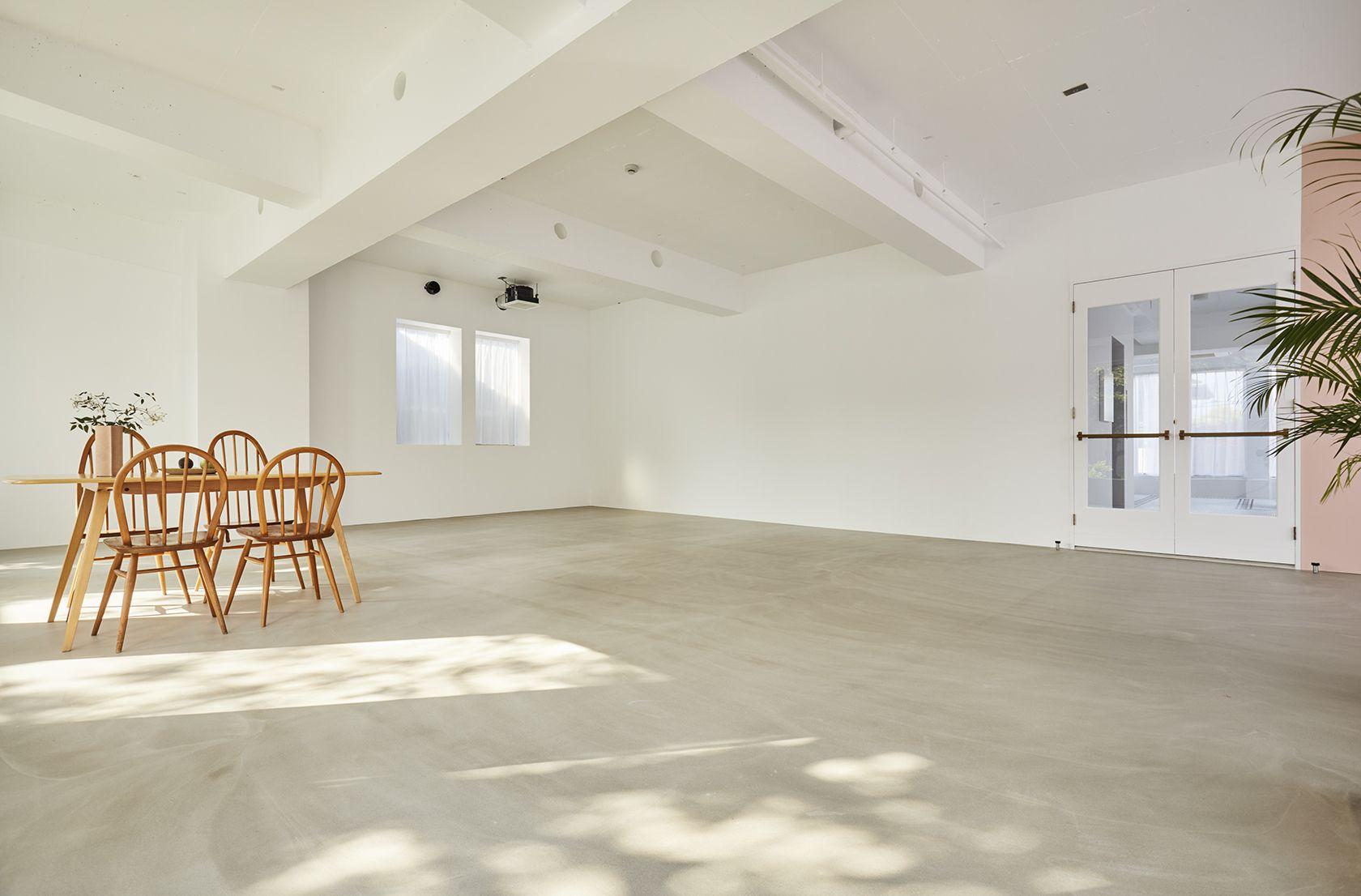 Haku Studio / W広い白壁