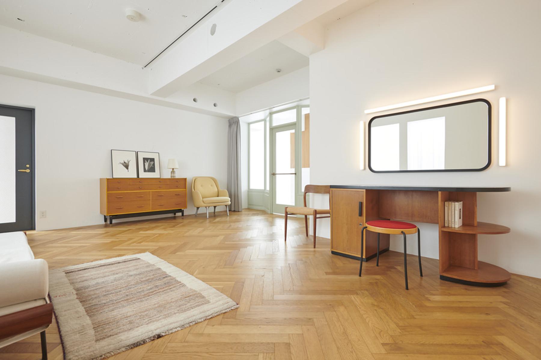 Haku Studio / Wヘリボーン張りの床