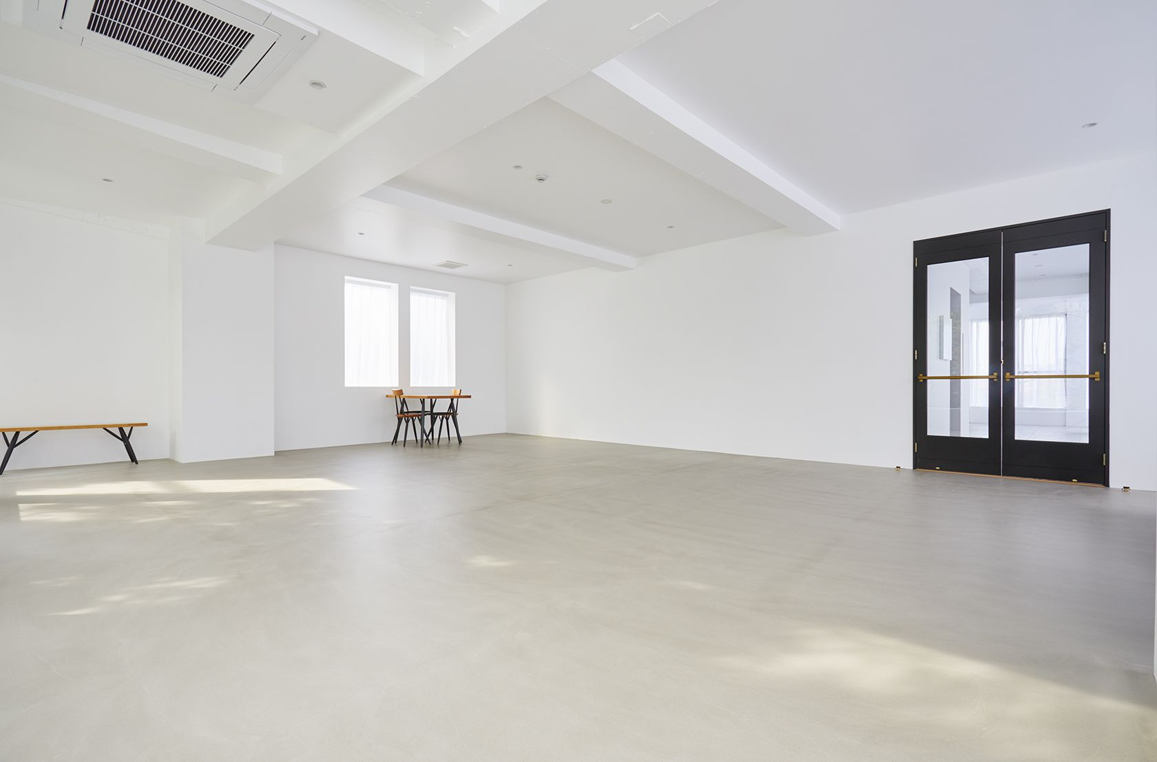 Haku Studio / SUNS大きな白壁
