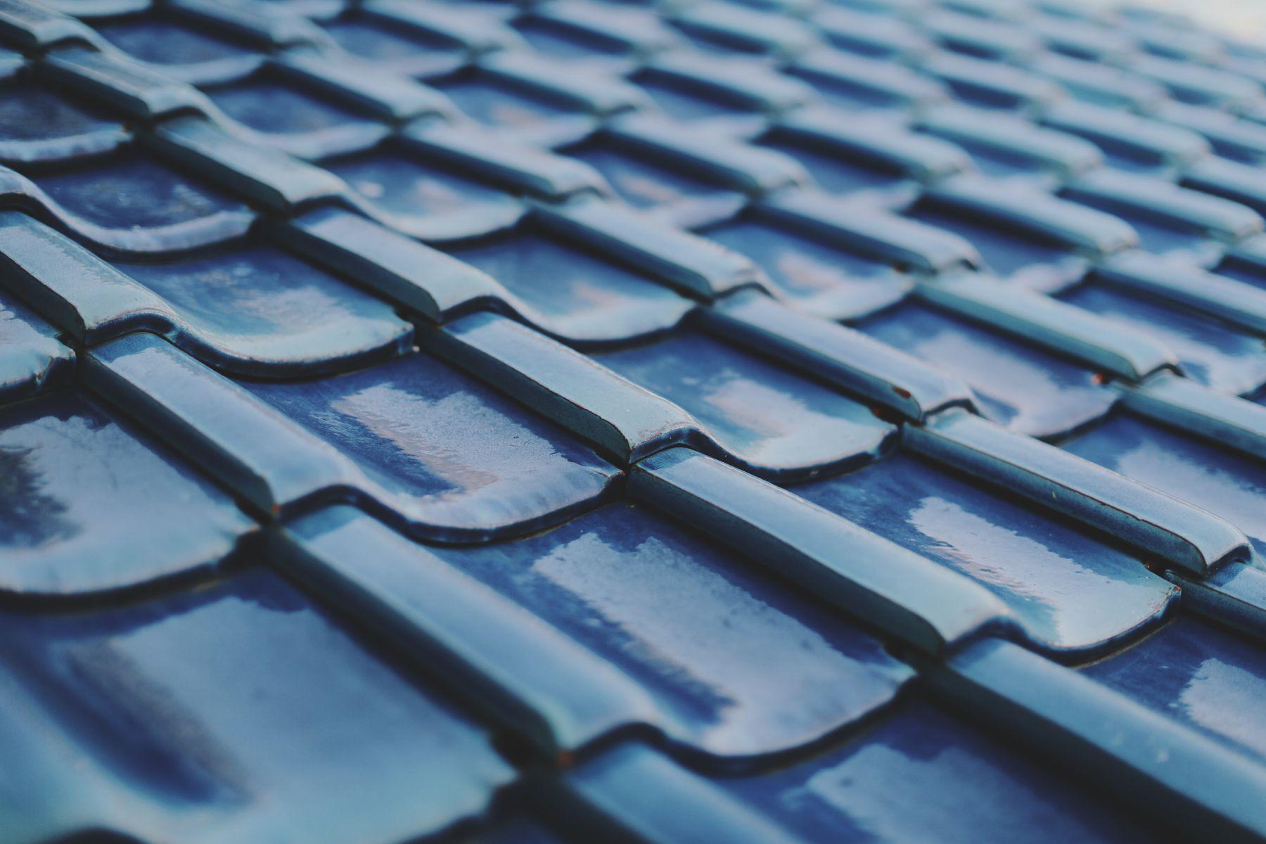 青い屋根の古民家スタジオ カマス邸青い屋根が特徴です